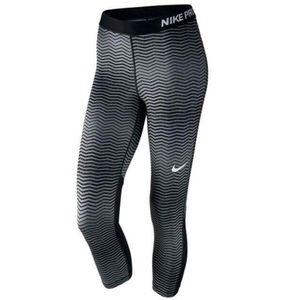 Nike Pro Printed Compression Capri Tight